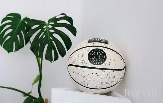 일 스튜디오의 친구이자 클라이언트인 피걀을 위해 디자인한 농구공