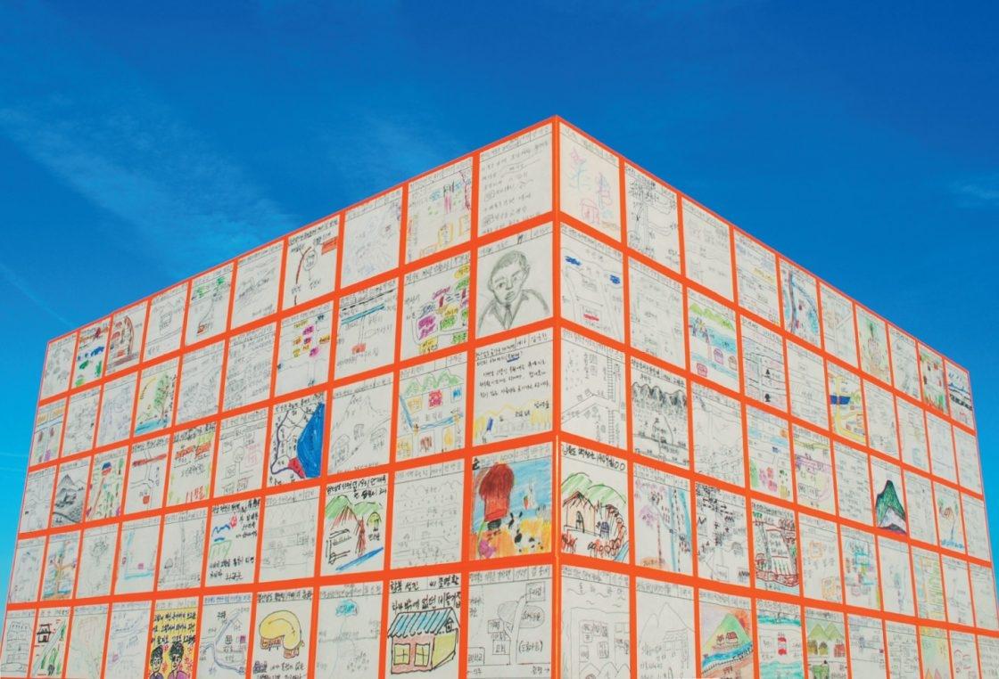 고향을 그리워하는 실향민 5백 명의 그림이 담긴 '집으로 가는 길(Floating Dreams)', 2016