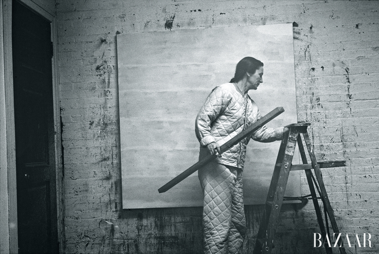 알렉산더 리브만(Alexander Liberman), 'Agnes Martin with Level and Ladder,' 1960