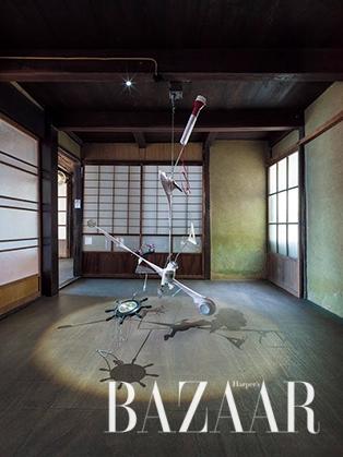 린 티엔먀오(Lin Tianmiao), '자전-공전', 2016, Photo: Yasushi Ichikawa