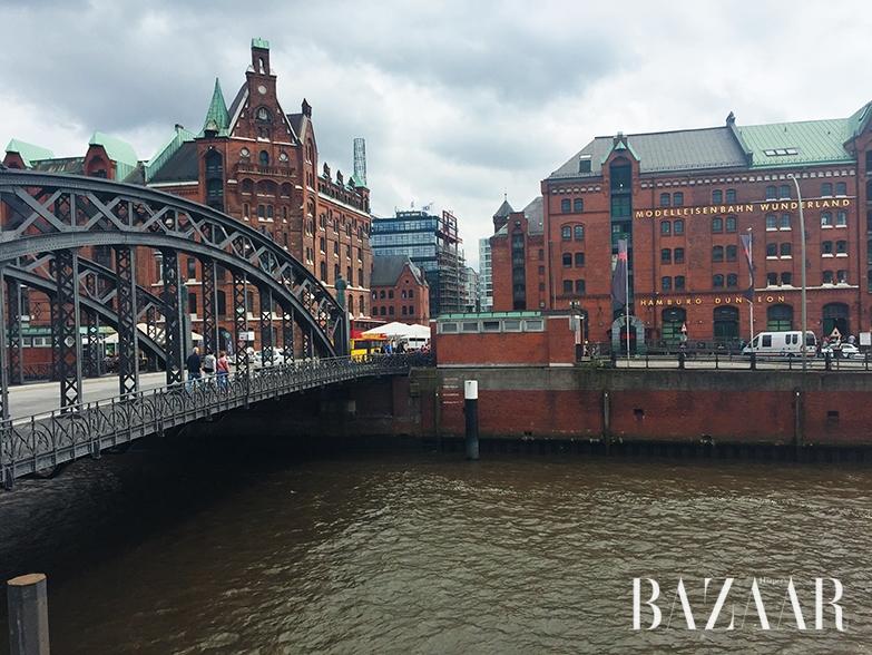 북독일의 위엄이 느껴지는 항구 풍경과 브룩스 다리