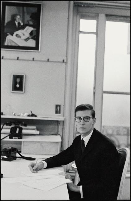 1957년의 이브 생 로랑