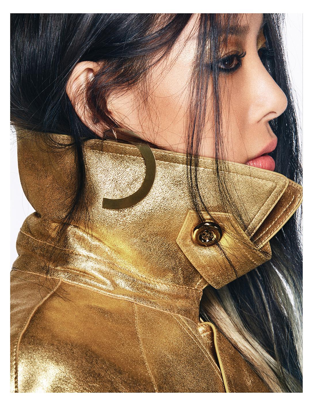 메탈릭한 트렌치코트는 가격 미정으로  Michael Kors Collection 제품.