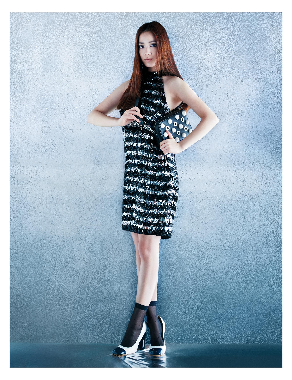 프린지 드레스는 7백35만원대, 체인  스트랩 백은 2백39만원대, 펌프스는 1백20만원대로 모두 Michael Kors Collection 제품.