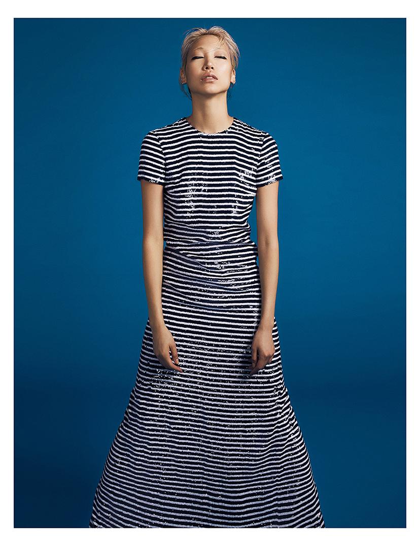 비즈 장식의 롱 드레스는 가격 미정으로  Michael Kors Collection 제품.