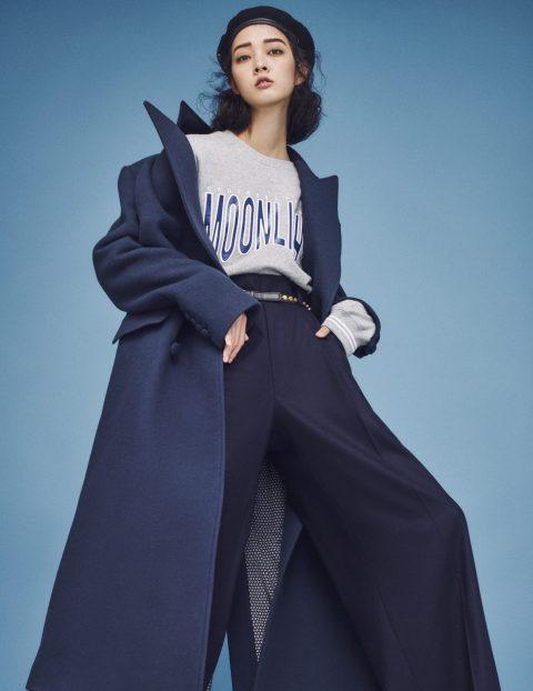 롱 코트는 1백28만원, 스웨트셔츠는 7만5천원, 와이드 팬츠는 48만원으로 모두 Ordinary People, 스터드 장식 벨트는 가격 미정으로 Saint Laurent, 베레는 스타일리스트 소장품.