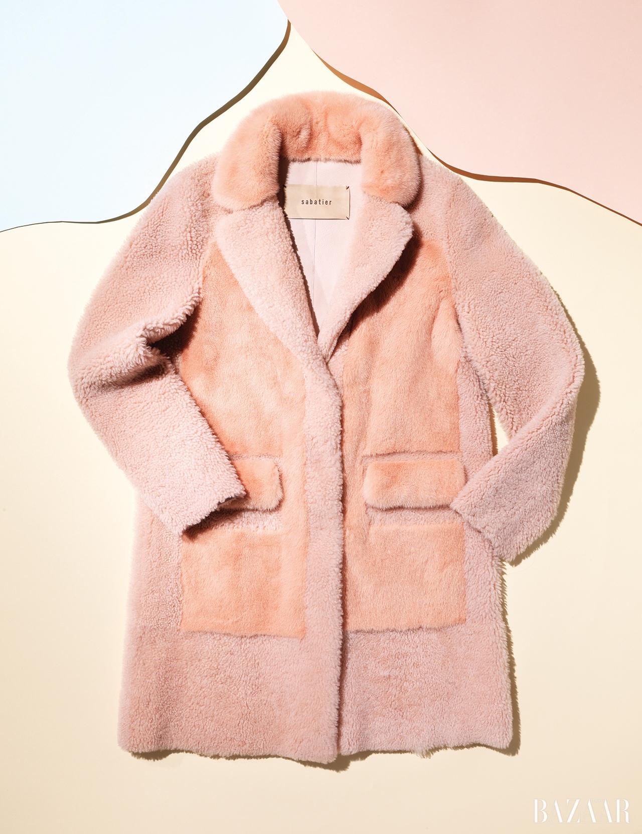 밍크와 양털 소재가 패치워크된 재킷은 5백90만원으로 Sabatier