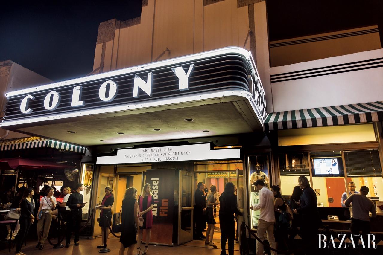 아트 필름이 상영된 마이애미의 역사적인 건물 콜로니 극장