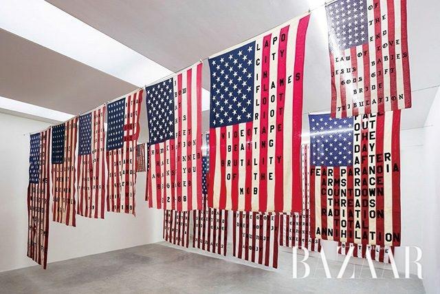 미국의 역사에서 영감을 얻은전시 '29 Flags'