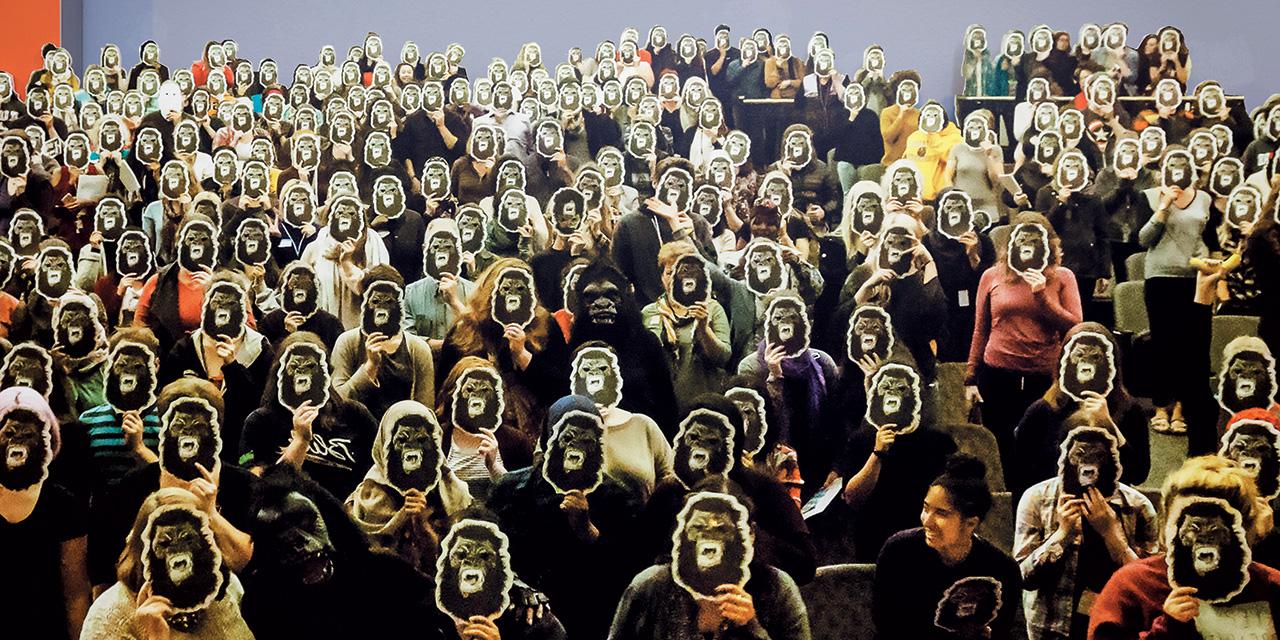 2016년 화이트 채플 갤러리에서 게릴라 걸스 '유럽은 더 엉망인가?(Is it even worse in Europe?)' Photo: Steven White, Dan Weill