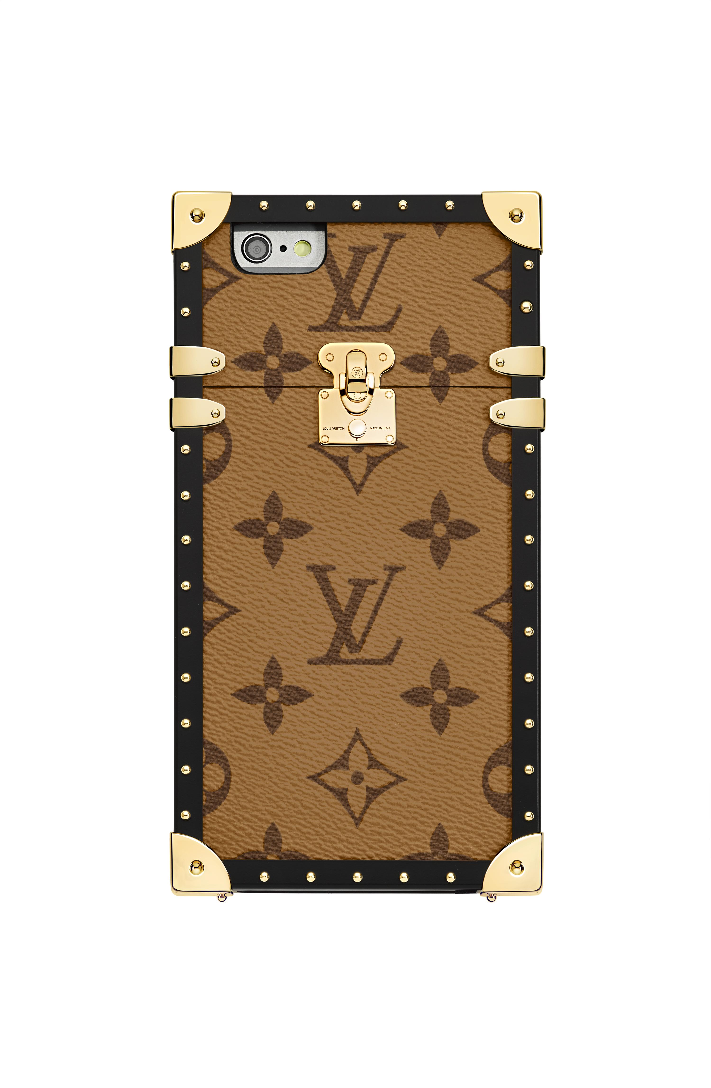 클래식한 패턴의 아이폰 케이스는 1백41만원으로 Louis Vuitton 제품.