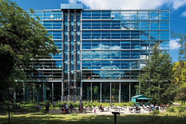 장 누벨(Jean Nouvel), 까르띠에 현대미술재단 건물(Building of the Fondation Cartier pour l'art contemporain), 파리 라스파일 대로 261(261 Boulevard Raspail, Paris)