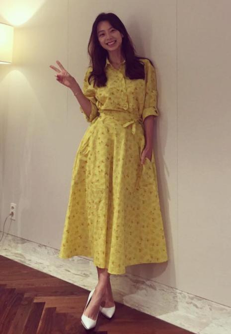 옐로 드레스로 상큼함을 더한 박수진