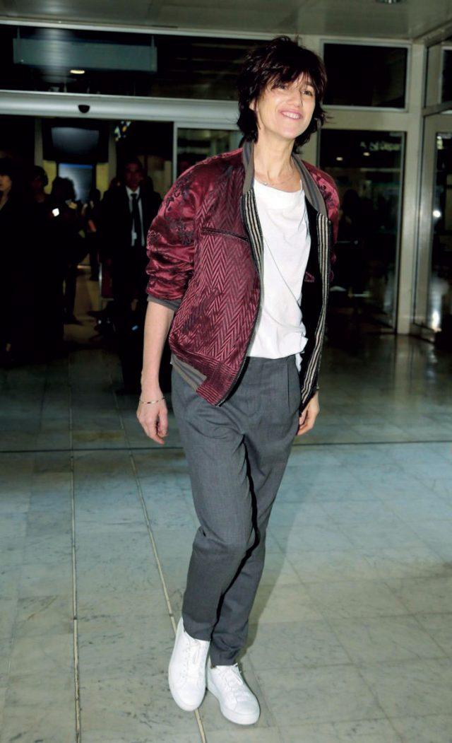리얼웨이 스타일처럼 쿨한 샤를로트 갱스부르의 공항 패션