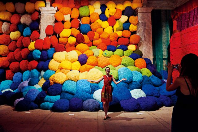 실라 힉스(Sheila Hicks), 'Escalade Beyond', 2016~17