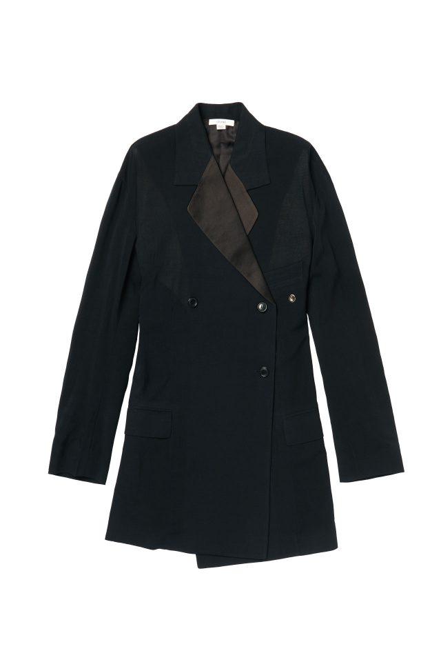 실크 소재 라펠이 매치된 더블 브레스트 재킷은 가격 미정으로 Céline