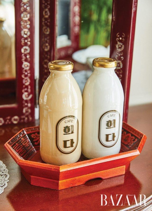 옛날 우유 병을 떠오르게 하는 희다의 우유