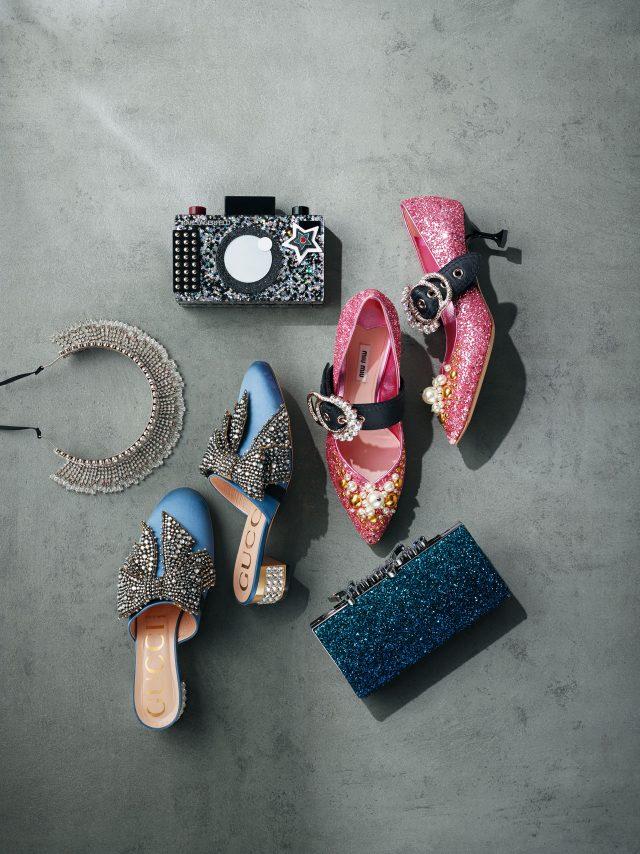 (위부터 시계 방향으로) 카메라 모티프 백은 25만원으로 Karl Lagerfeld, 키튼 힐은 1백50만원대로 Miu Miu, 클러치 백은 가격 미정으로 Jimmy Choo, 리본 뮬은 가격 미정으로 Gucci, 헤드 피스는 가격 미정으로 Miu Miu 제품.