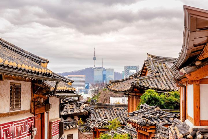 2. 한국|론리플래닛은 한국을 '아시아 모더니티의 작은 놀이터'고 소개했다. 최근 개장한 카페와 바, 도서관이 있는 서울의 하이라인 '서울로7017'을 비롯해 곧 있을 평창 동계 올림픽 소식을 함께 전했다.