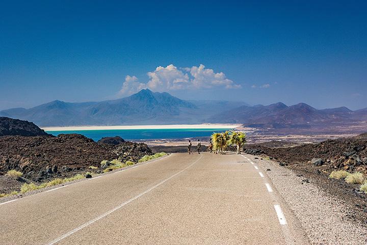 4. 지부티|아프리카 대륙 북동쪽 아덴만에 있는 나라 지부티(Djibouti). 위험을 감수하고라도 가볼 만한 국가로 선정된 이유는 깜짝 놀랄만한 해변과 고래 상어가 서식하는 바다가 있기 때문.