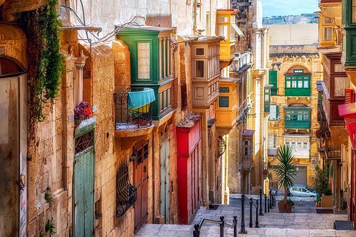 6. 몰타|2018년 유럽 문화의 수도로 지정된 후로 몰타의 수도 발레타에 대한 얘기가 회자되고 있다. 또 이 지중해 섬은 1년에 300일 동안 맑은 날씨를 보인다. 아름다운 해변의 모습을 꼭 한번 눈에 담길 바란다.