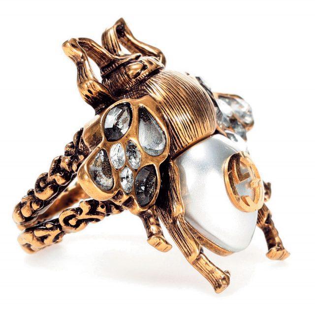 벌모티프의 진주 반지는 가격 미정으로 Gucci