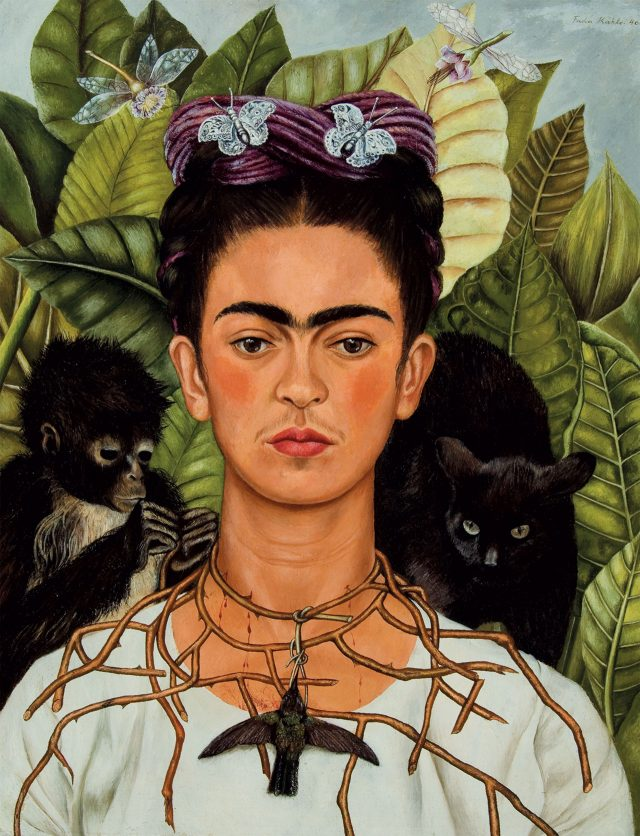 프리다 칼로, 'Self-Portrait with Thorn Necklace and Hummingbird', 1940, Oil on canvas on masonite, 47×61cm, Courtesy Banco de Mexico Diego Rivera Frida Kahlo Museums Trust, Mexico, D.F. / DACS / Harry Ransom Center, The University of Texas at Austin