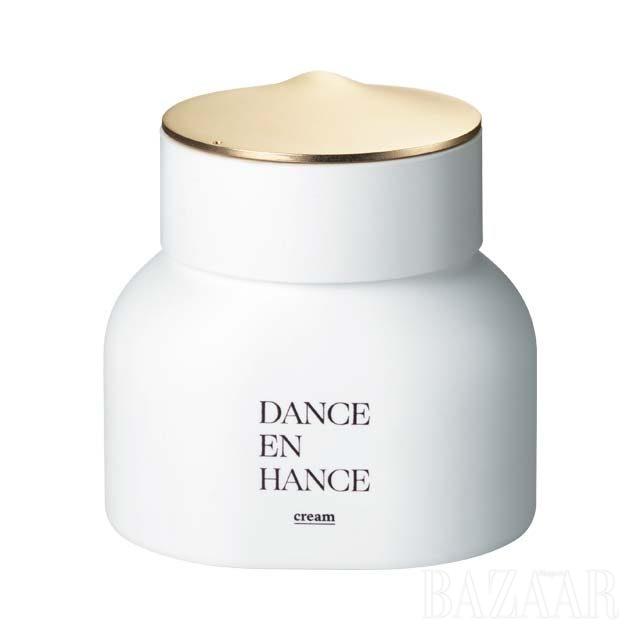 Tamburins 댄스인핸스 크림글리세린, 세라마이드 등 피부 유사 성분이 함유돼 촉촉함과 자연스러운 윤광을 선사하는 크림. 3만8천원