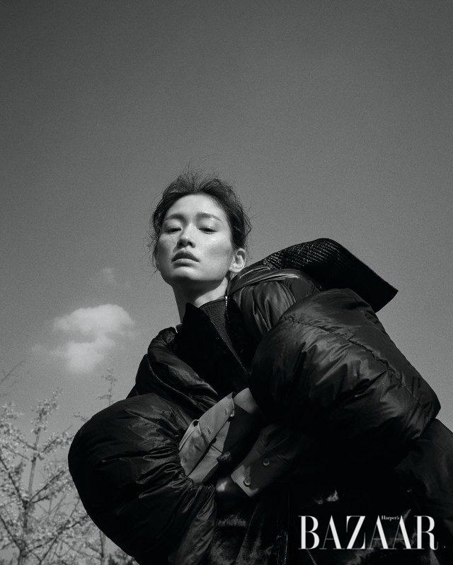 셔츠는 5백만원대로 Tod's, 벨벳 후드 베스트는 가격 미정으로 Salvatore Ferragamo, 패딩 재킷은 3백29만원으로 Maison Margiela 제품.