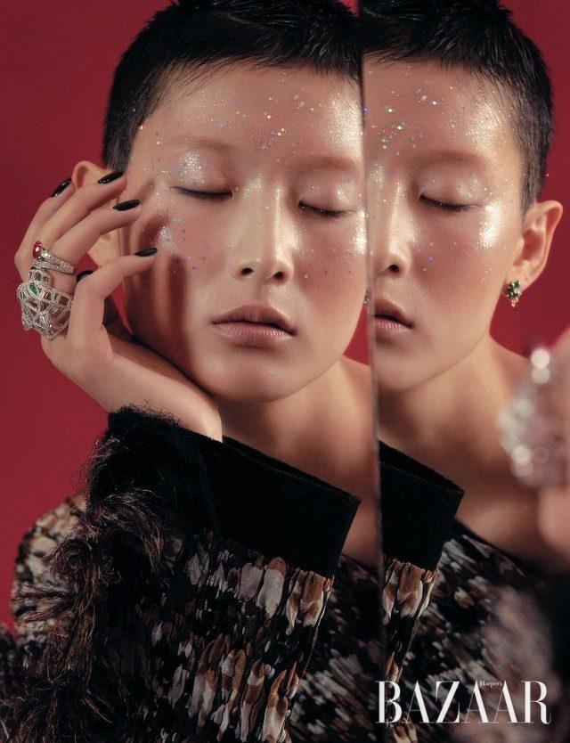 표범을 입체적으로 형상화한 '팬더 드 까르띠에' 반지는 Cartier, '호텐시아 에덴 컬렉션' 귀고리는 5백만원대, 루비를 중심으로 다이아몬드를 세팅한 '조세핀 오브 프랭타니에르 솔리테어' 반지는 가격 미정으로 모두 Chaumet, 원 숄더 드레스는 Ports 1961 제품.