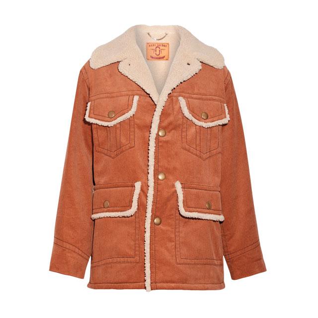 아웃 포켓 디테일의 코듀로이 시어링 재킷은 가격 미정으로 Marc Jacobs
