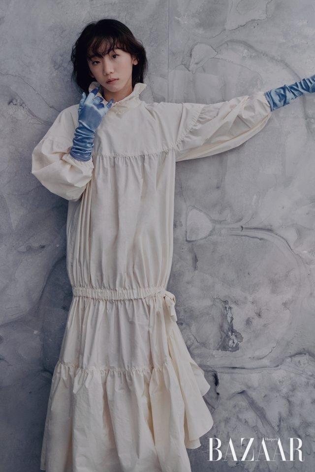 김예림이 입은 드레스는 Kenzo, 장갑은 에디터 소장품.