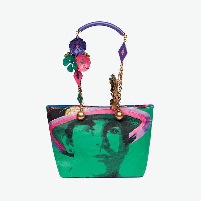 코르사주 장식으로 화려함을 더한 토트백은 가격 미정으로 Versace