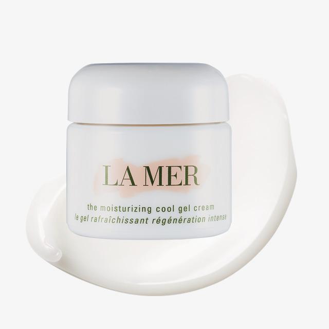 La Mer 모이스춰라이징 쿨 젤 크림 바르는 즉시 피부 온도를 낮춰주는 젤 크림. 민감한 피부를 시원하게 진정시켜준다. 39만2천원대.