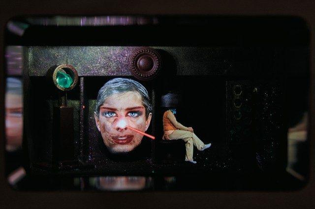 아트 비디오계에서 상징적인 존재인 피에릭 소랑의 홀로그램 작품.