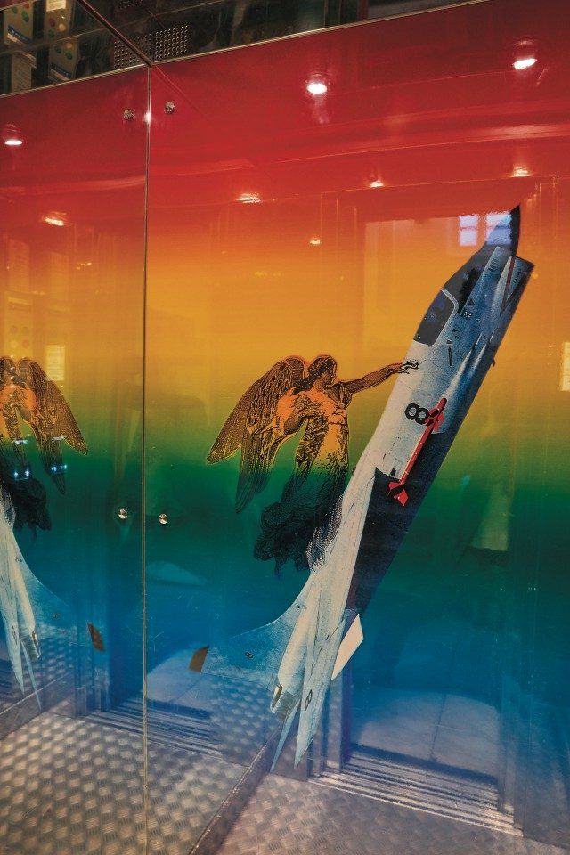 엘리베이터에 타면 로켓이 출발하는 것을 재현한 듯한 카운트다운 음성을 들을 수 있다.