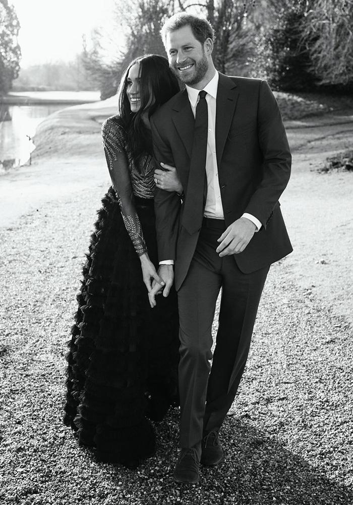 해리 왕자와 랄프 앤 루소 오트 쿠튀르 드레스를 입은 메건 마클