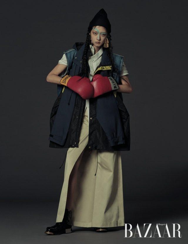 데님 베스트와 윈드브레이커 두 가지로 스타일링이 가능한 유틸리티 재킷은 400만원대, 슬리브리스 셔츠는 100만원대, 랩 스타일 팬츠는 100만원대, 귀고리는 90만원대으로 모두 Balenciaga, 니트 비니는 Gucci, 밀리터리 부츠는 221만4천원으로 Alexander McQueen 제품.
