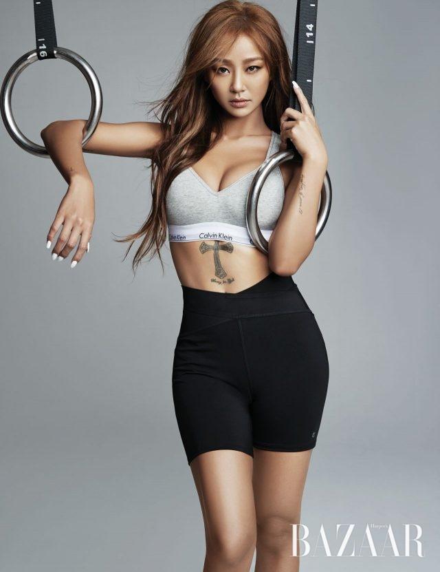 모던 코튼 브라렛은 6만9천원으로 Calvin Klein Underwear, 크리스 크로스 핏 쇼츠는 8만9천원으로 Calvin Klein Performance 제품.