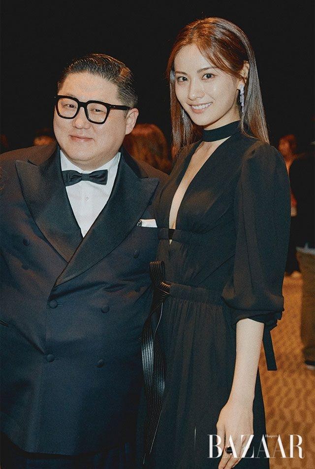 첫 번째 바자 아이콘상을 시상한 스타일리스트 정윤기와 수상자 나나.
