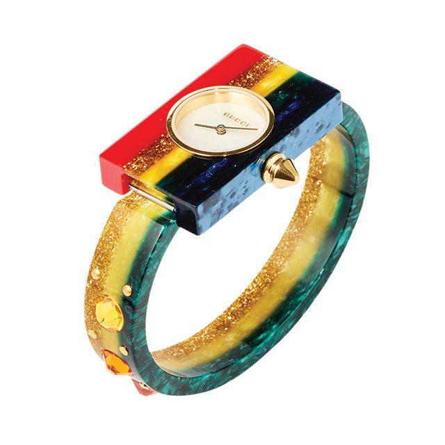 사각 프레임과 알록달록한 주얼 장식으로 포인트를 준 시계는 124만8천원으로 Gucci