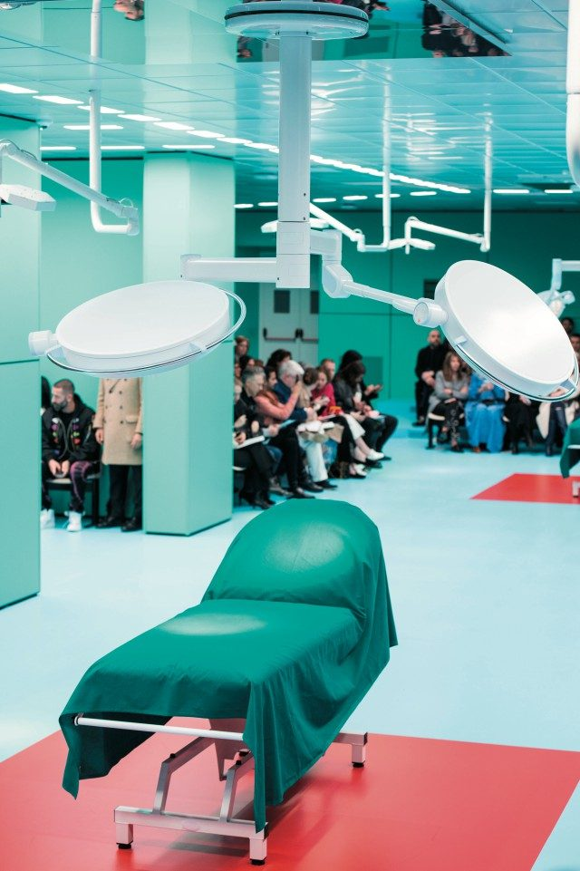 미국 미네소타 주 메이오 병원을 재현한 런웨이.