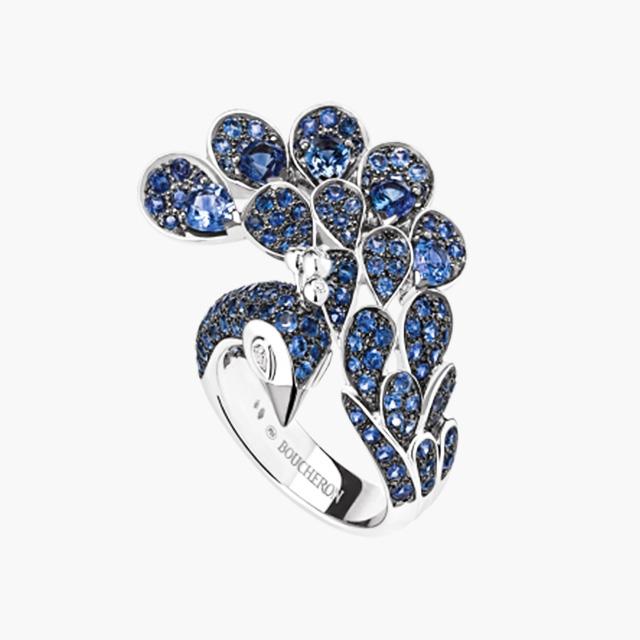 공작새에서 영감 받은 블루 사파이어와 다이아몬드가 세팅된 '헤라, 피콕 링'은 Boucheron 제품.