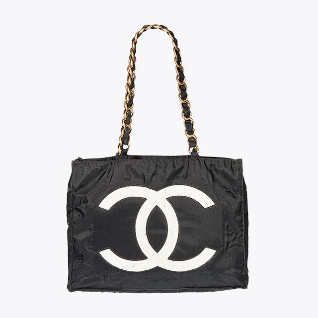 로고를 강조한 빈티지 백은 Chanel
