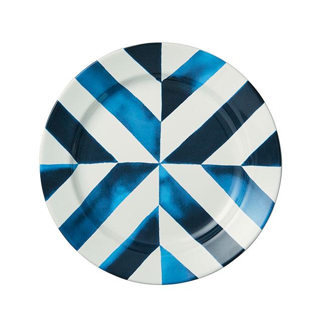 패턴의 조합이 경쾌한 접시는 Ralph Lauren Home