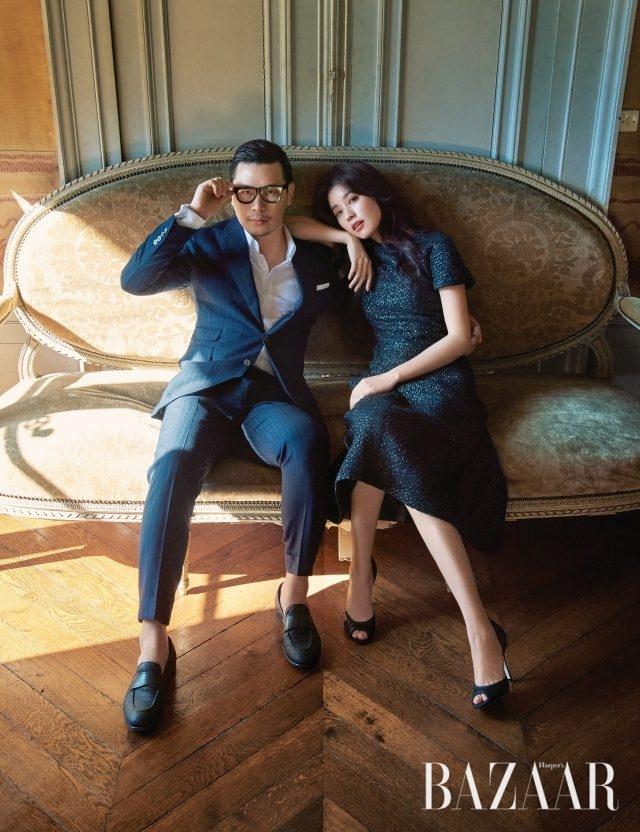 만현이 입은 셔츠와 수트는 모두 Reiss, 슈즈는 Ermenegildo Zegna 제품. 효주가 입은 원피스와 슈즈는 모두 Chanel 제품.