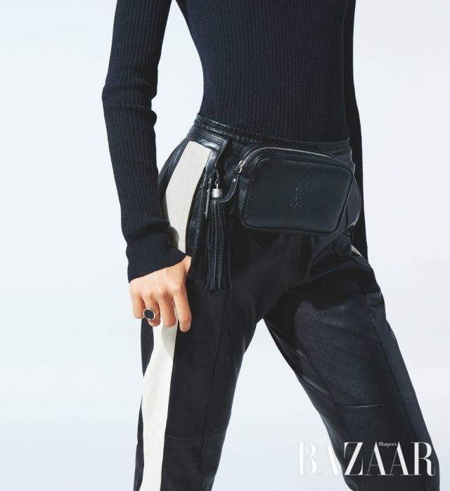 태슬 참 장식의 양가죽 벨트 백은 113만원으로 Saint Laurent by Anthony Vaccarello, 레더 애슬레저 팬츠는 398만원으로 Isabel Marant, 오닉스 라운드 반지는 148만원으로 Ginette NY, 니트 톱은 가격 미정으로 Calvin Klein Jeans 제품.