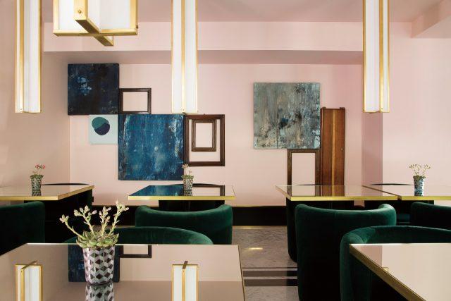 탐미적인 인테리어가 돋보이는 호텔 생마르크의 다이닝 스페이스.