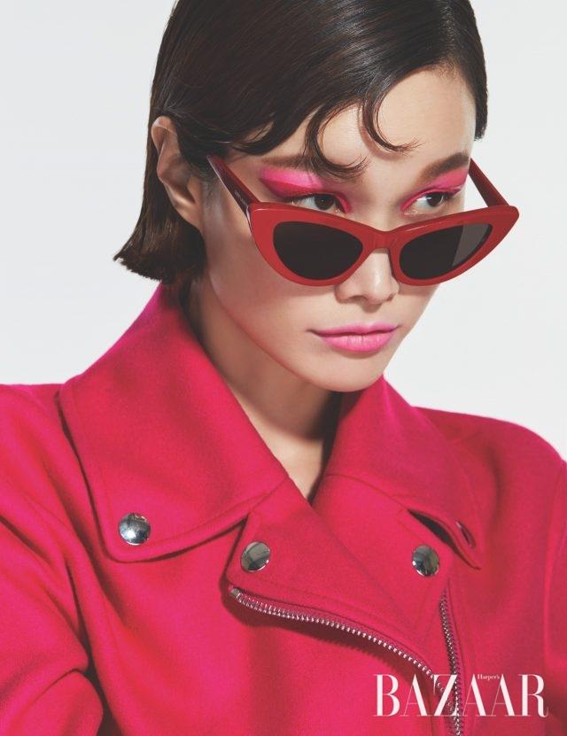 바이커 재킷은 164만원으로 Moschino, 캐츠아이 선글라스는 41만5천원으로 Saint Laurent by Anthony Vaccarello 제품.