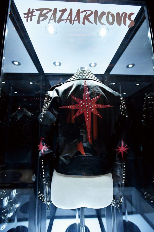 스텔라 아르투아의 별 모티프가박힌 라이더 재킷이 전시되었다.